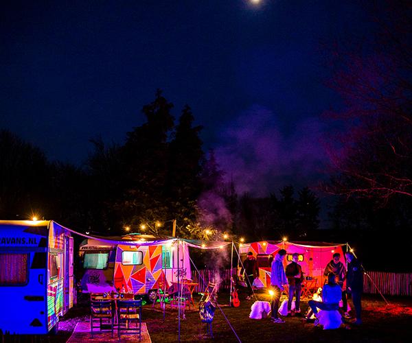 bruiloft festival caravans
