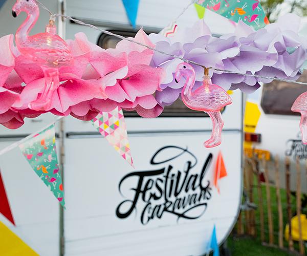 versiering bij festivalcaravans
